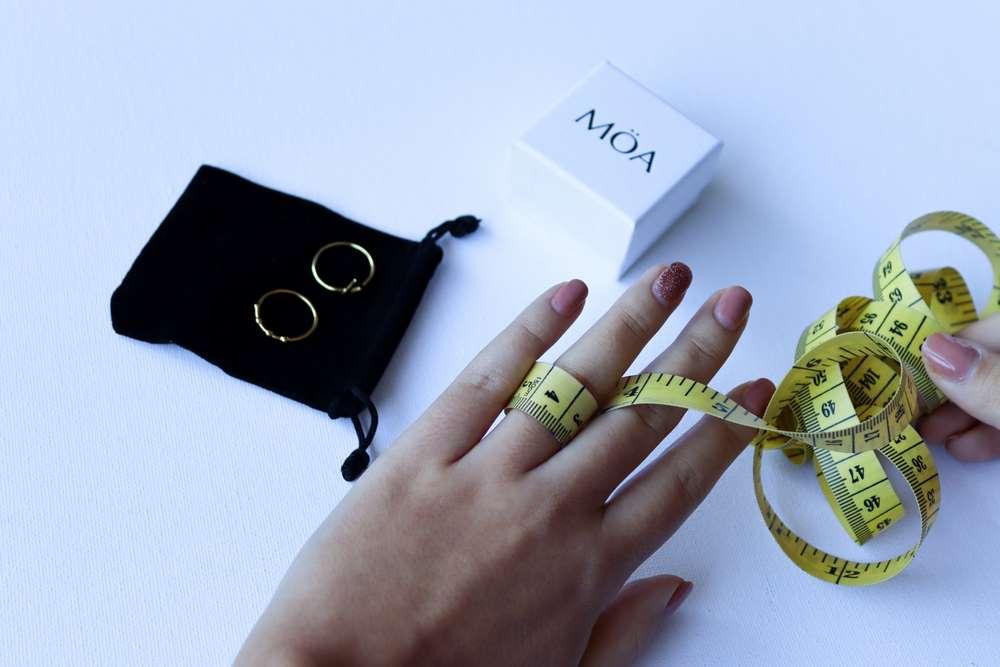 Cómo medir el dedo para un anillo